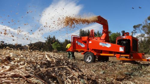 TOMCAT Wood Chipper Model 375 AFE featured