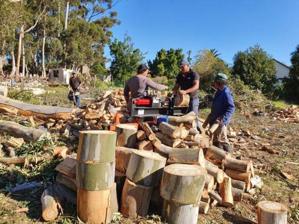 Log Splitter in action