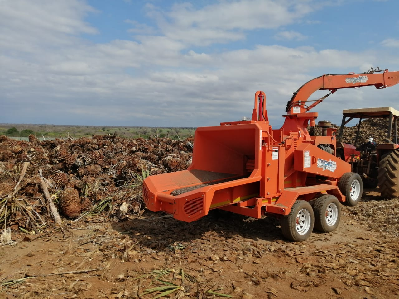 TOMCAT Model 375 AFE wood chipper with steel infeed conveyor sold in Kenya to chip Sisal (2)