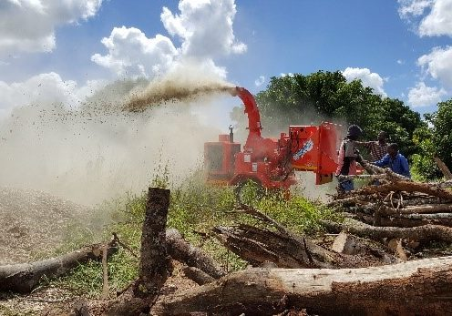 Thick logs are chipped with a TOMCAT 250 AFE wood chipper for the production of compost in central Mozambique.
